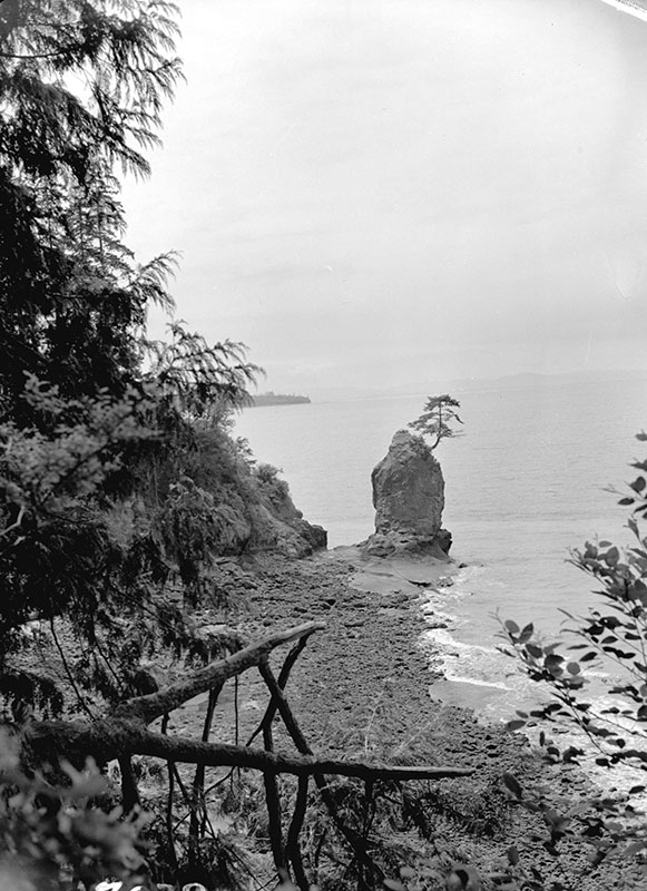 Douk Beach, 1940. Now called prospect point in Stanley Park.