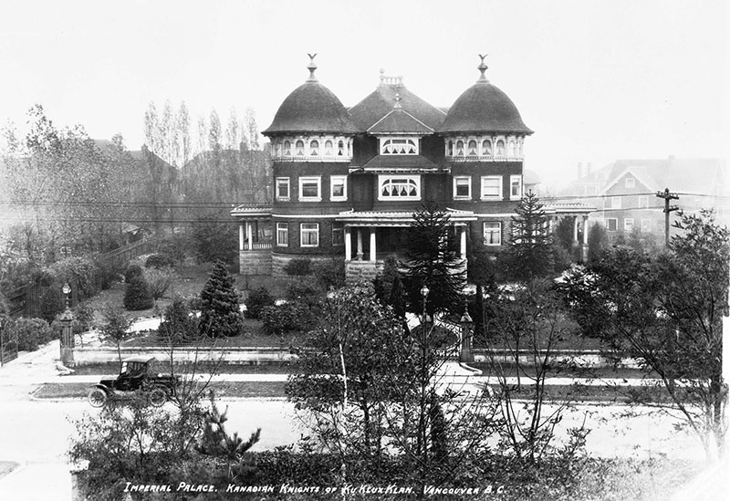 Imperial Palace of the Kanadian Knights of the Ku Klux Klan, aka Glen Brae Manor, 1690 Matthews Avenue, in 1925. Photo by Stuart Thomson, City of Vancouver Archives #99-1494.